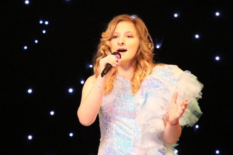 В финале, как и в полуфинале, София исполнит авторскую песню «Просто жить». Фото: Елена Кирсенко