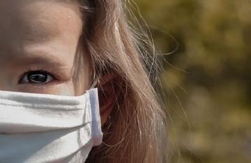 «В классе ребенок заболел коронавирусом - всех отправили в самоизоляцию»: как учат в школах, где есть ковид