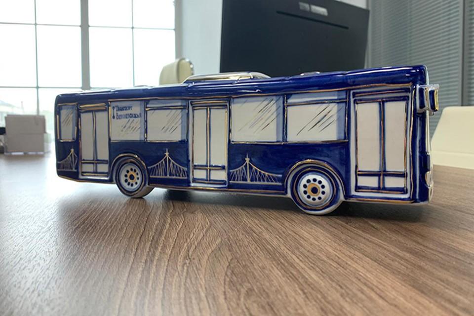 """Синие автобусы стали сувенирами гжель Фото: vk.com/""""Верхневолжское АТП"""""""