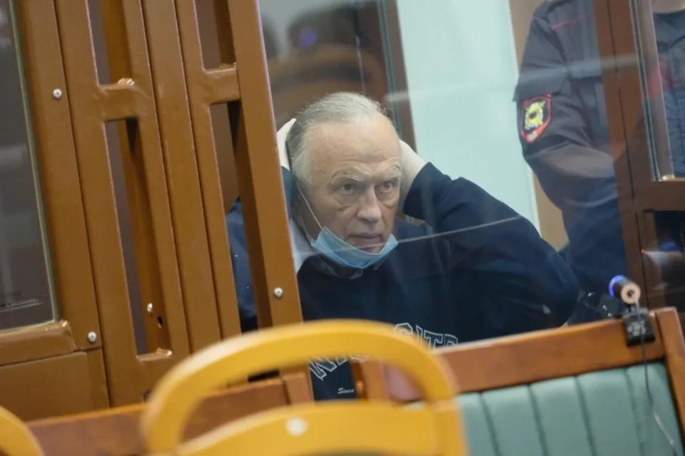 Доцент Олег Соколов подал в суд на бывшую возлюбленную и журналистов.