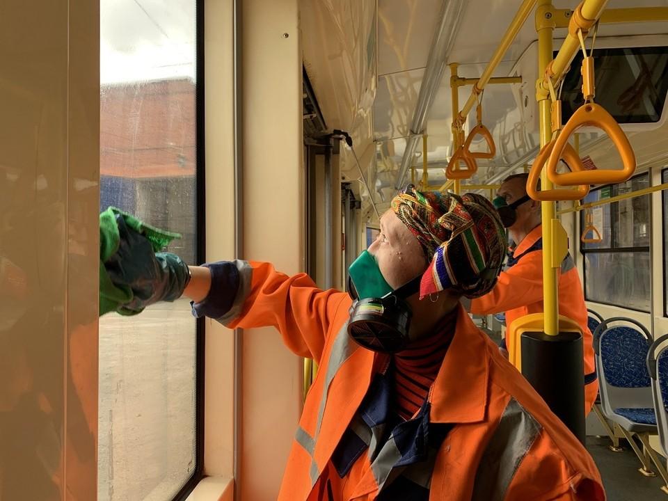 Городской транспорт ежедневно обрабатывают хлорсодержащими растворами / Фото: администрация Самары
