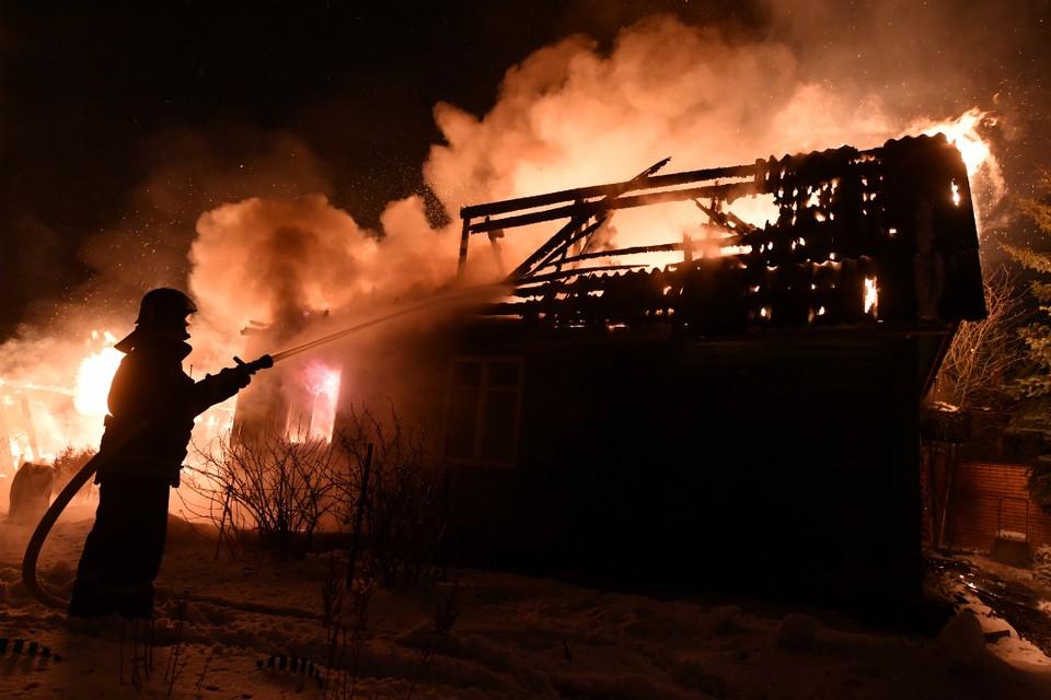 Пожар вспыхнул около девяти часов вечера.