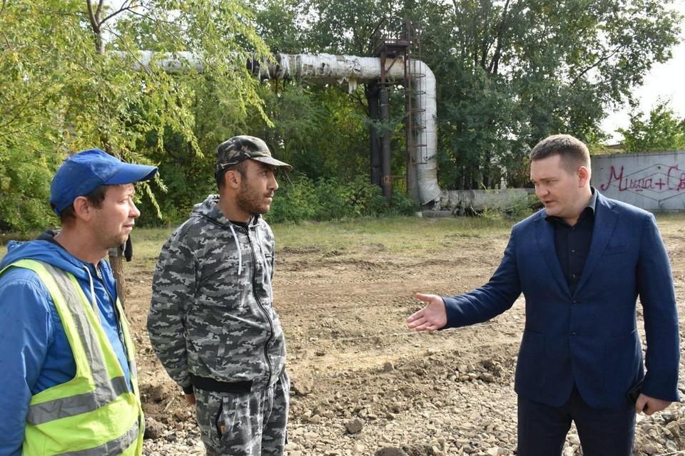 Депутат Андрей Воробьев пообщался с представителями подрядчика по ремонту тротуаров