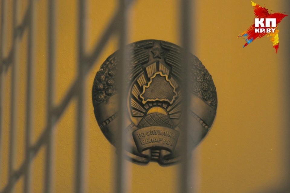 «Она задержана за совершение административного правонарушения, какого, пока не уточняем, она находится в одном из территориальных РУВД столицы», — сообщила пресс-секретарь ГУВД Минска