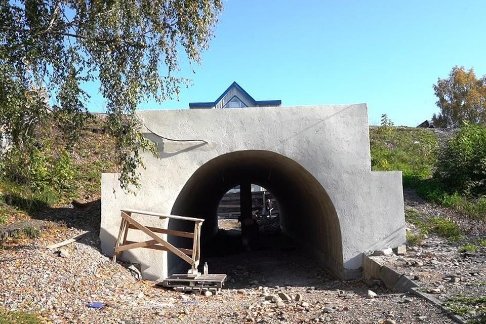 В Междуреченске неизвестный испортил тоннель под железнодорожными путями. Фото: Пресс-центр Междуреченска/ vk.com