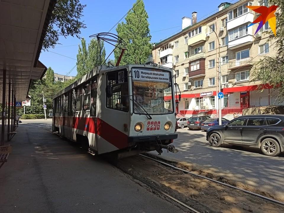 Трамваи встали у Детского парка