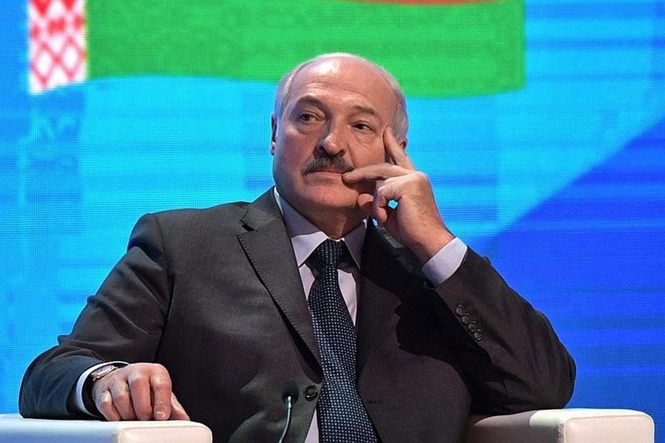 Лукашенко посоветовал Макрону заняться внутренними делами Франции