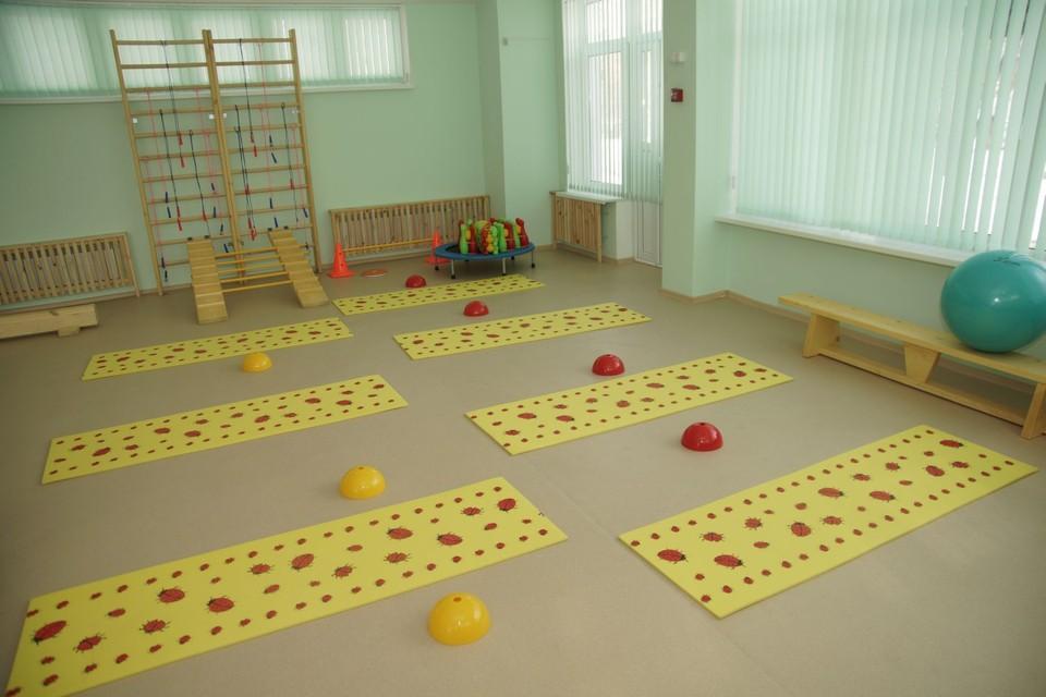 Из-за COVID-19 также перестали работать шесть групп в шести детских садах.