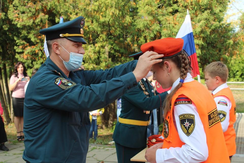 20 шестиклашек стали кадетами-спасателями