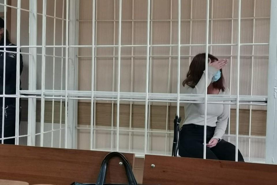 Девушке, обокравшей ювелирный салон на 5 миллионов рублей, избрали меру пресечения.