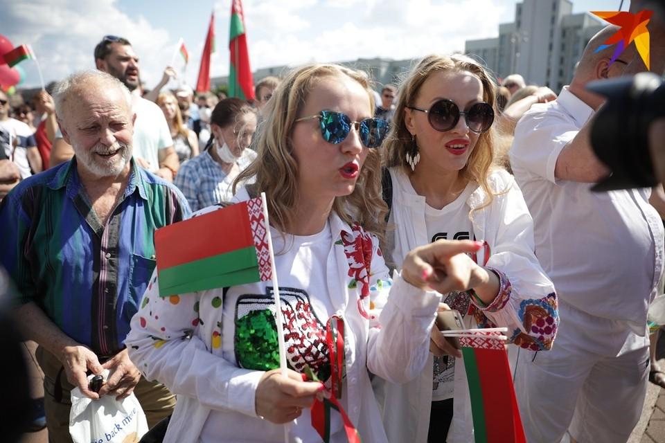 Сестры Груздевы известны прежде всего тем, что активно поддерживают Александра Лукашенко.