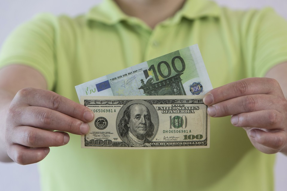 ЦБ повысил курс доллара на 30 сентября до 79,68 рубля