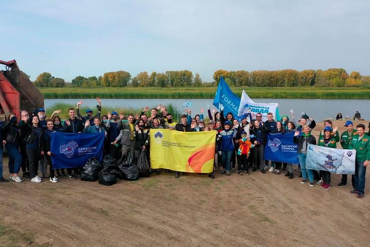 Озеро Гатное – любимое место отдыха горожан, но мусор за ними пришлось убирать добровольцам.