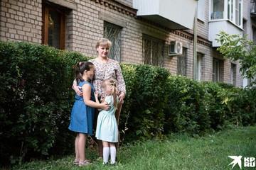 """Многодетной семье из Самарской области, которая удочерила двух сирот и """"попала"""" на 2 млн рублей, подарили квартиру"""