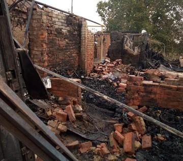 Это просто катастрофа: на Дону пожар из-за пыльной бури оставил без крыши над головой многодетную семью