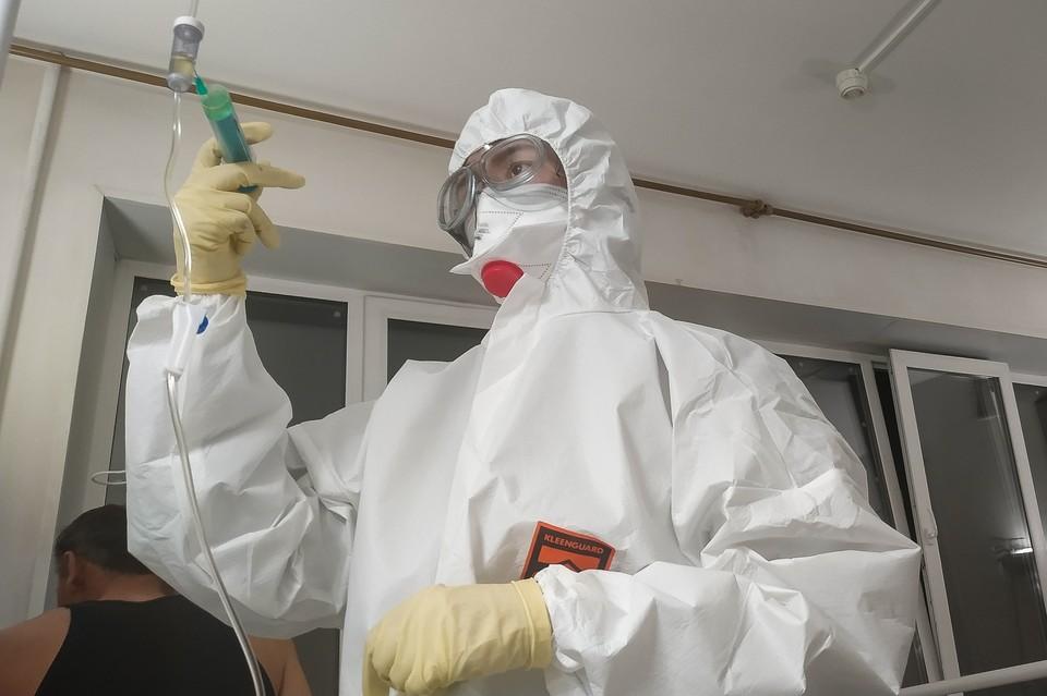 Недавно врачам привезли первую партию вакцины от коронавируса