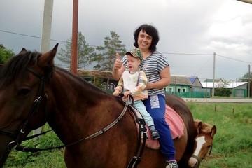 «Мне сказали — он не жилец»: двухлетний малыш не может ходить, а врачи не знают, что с ним