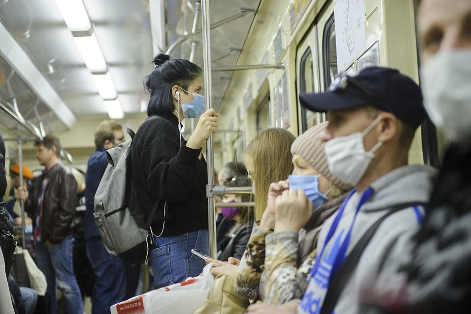 Количество случаев коронавируса в нашей стране вплотную приблизилось к рекорду, который выявлялся за сутки на пике эпидемии весной (в первых числах мая).