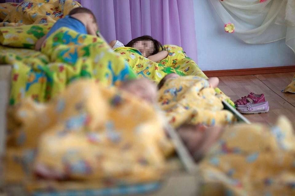 36 детсадовцев, 4 школьника и 2 ребенка, не посещающие никаких образовательных учреждений попали в больницу с острой кишечной инфекцией