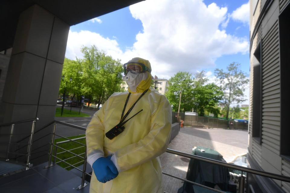 Вирусолог назвал срок выхода на плато по коронавирусу в России