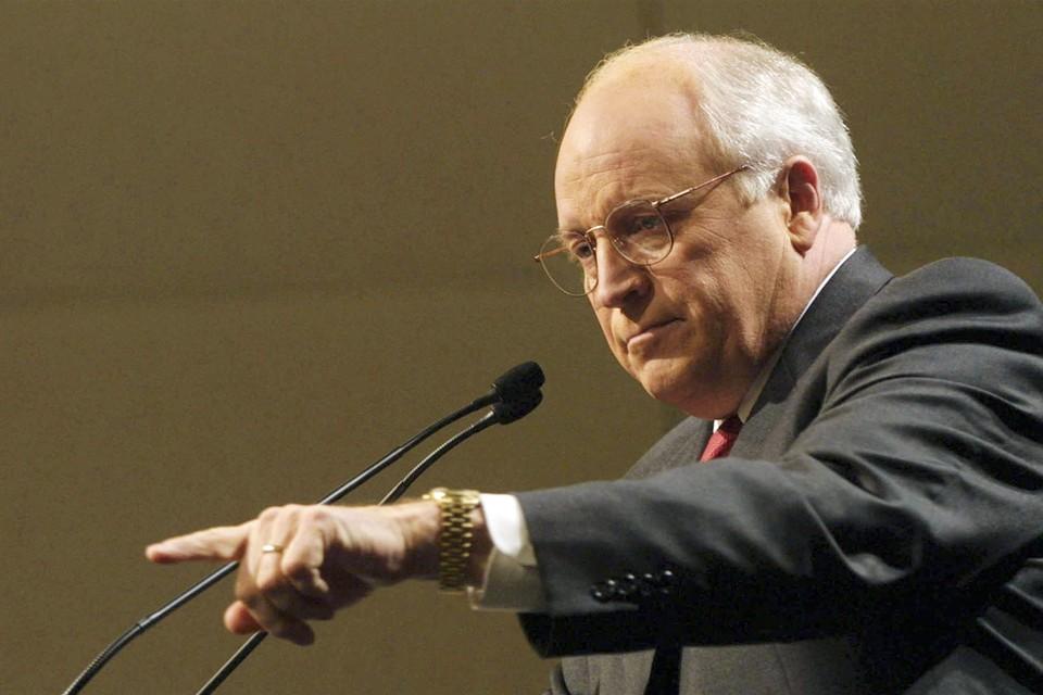 Перед тем, как стать вице-президентом, Дик Чейни работал в командах нескольких президентов, а при Буше-старшем был министром обороны