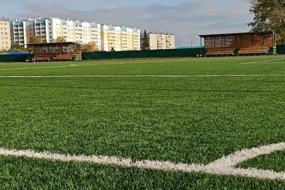 Мягкий газон притягивает даже тех, кто равнодушен к футболу