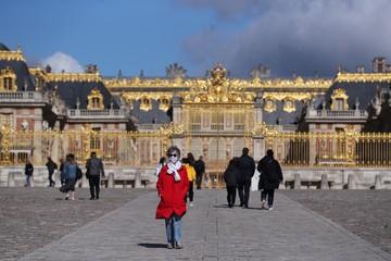 Версальский дворец стал обходиться французскому бюджету слишком дорого