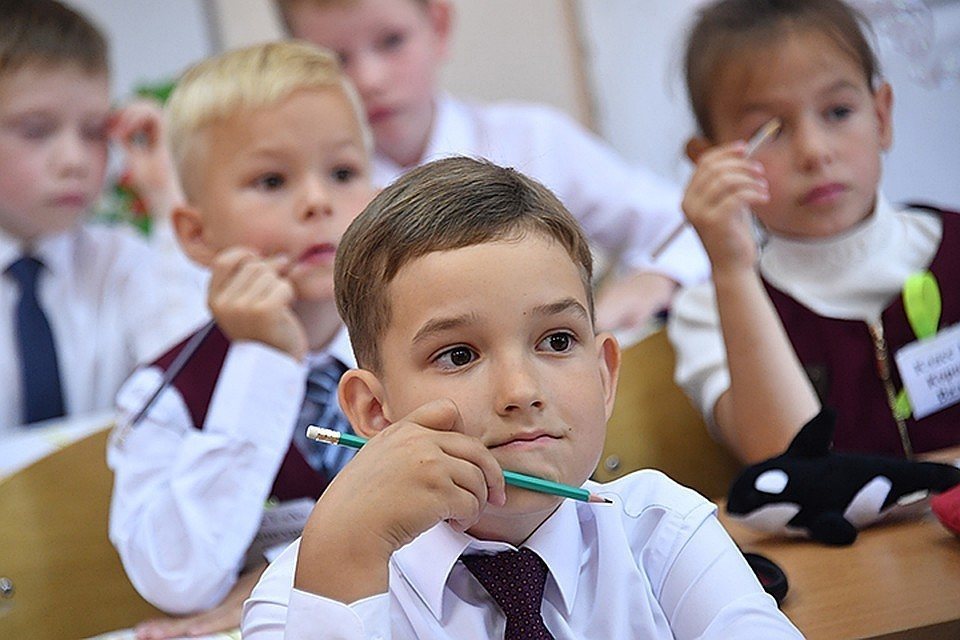 Минпросвещения назвало эпидситуацию в российских школах управляемой