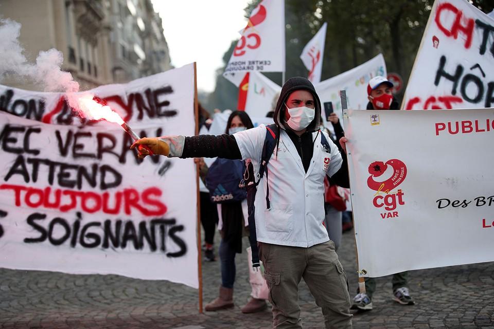 Правительство Франции объявило, что начиная с 17 октября в Париже, Лилле, Марселе, Лионе, Руане, Гренобле, Тулузе, Монпелье и Сент-Этьене будет действовать комендантский час.