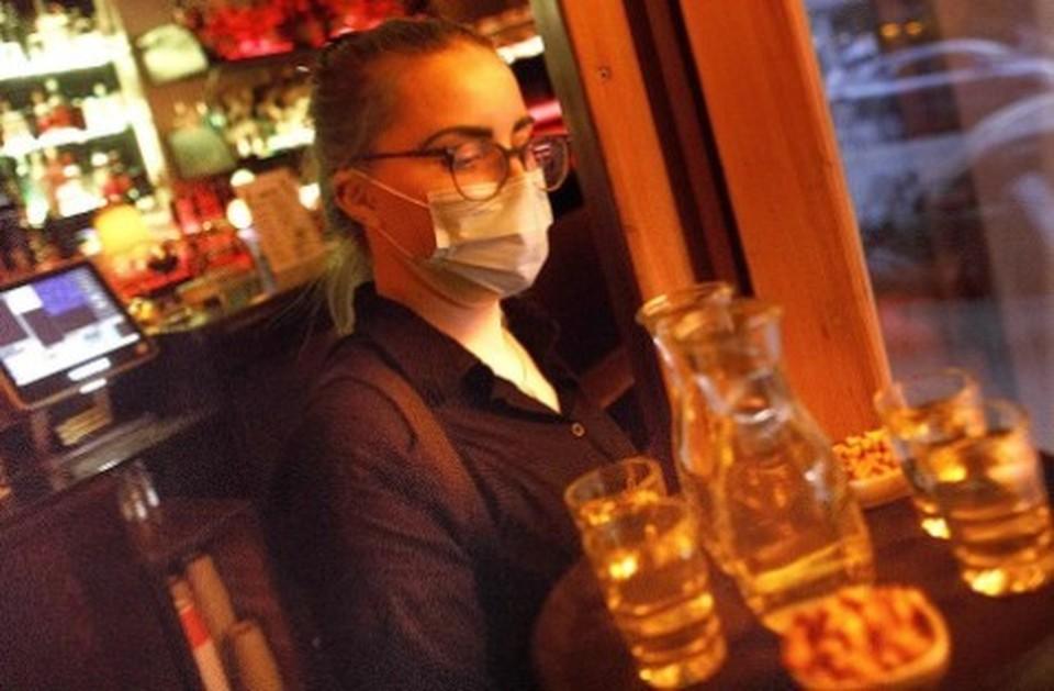 В Подмосковье введут запрет на посещение клубов и караоке с 00:00 до 08:00