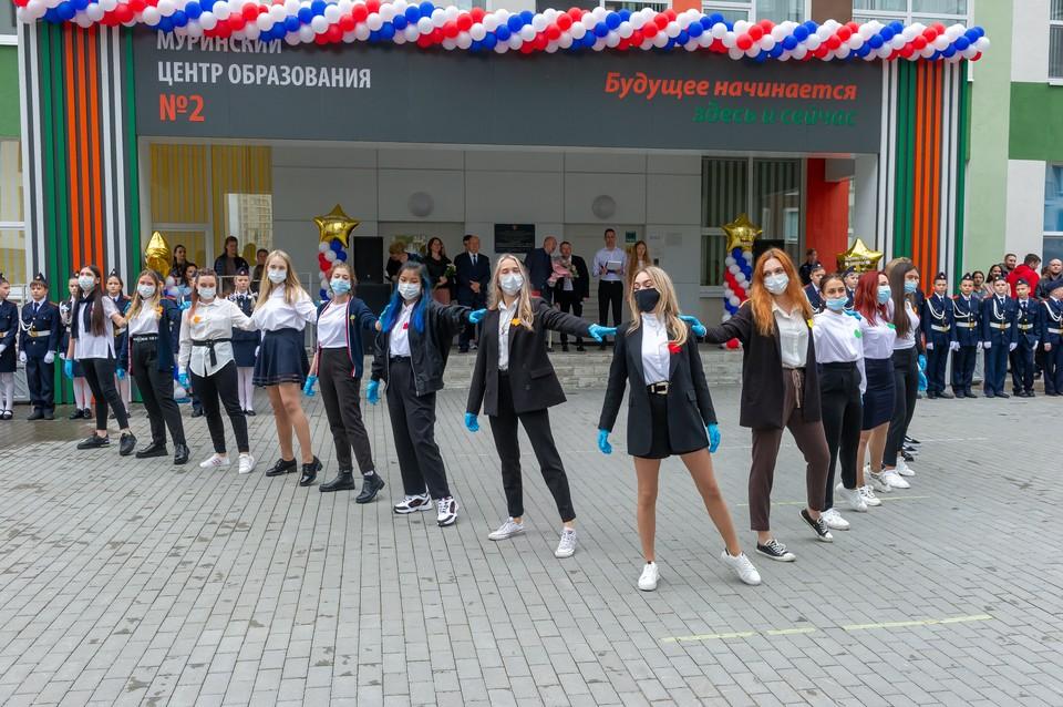 Коронавирус обнаружили в 277 школах Санкт-Петербурга, сообщила вице-губернатор Ирина Потехина.