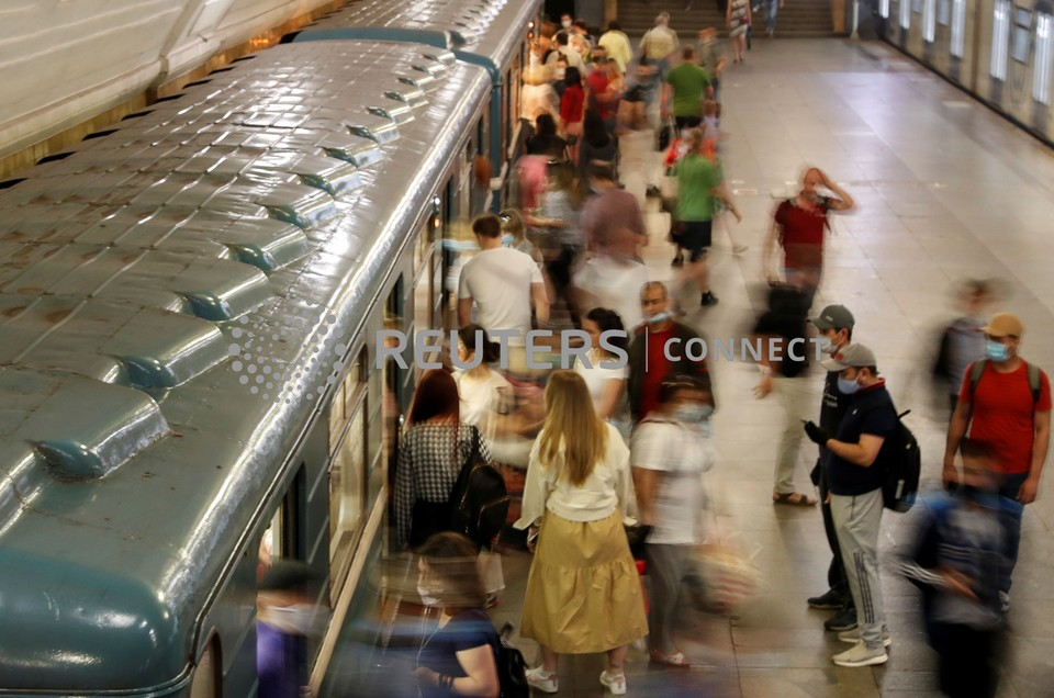 Проверку ношения масок и перчаток будут проводить на всех станциях метро Москвы