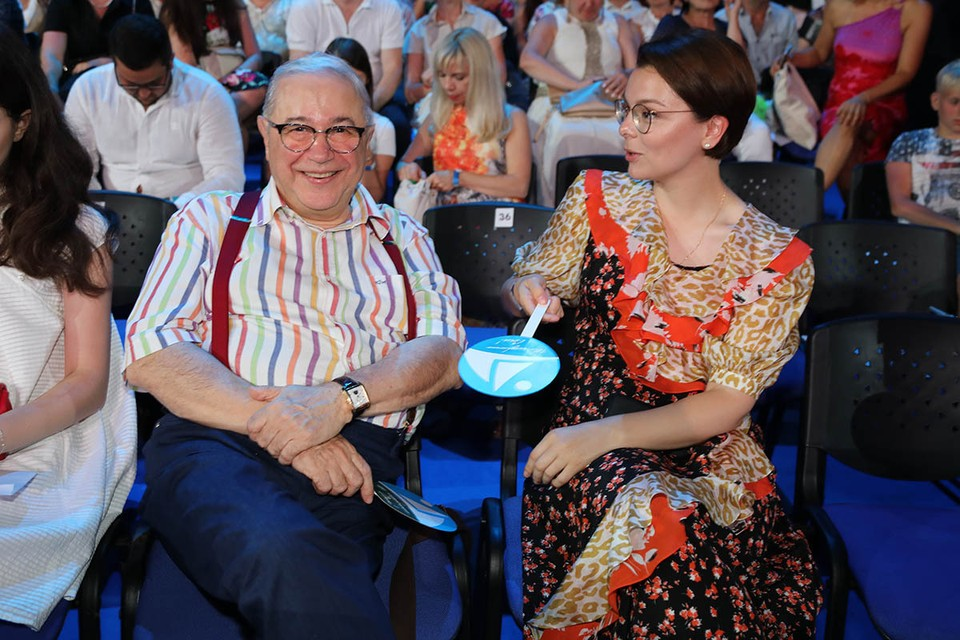 После того, как Евгений Петросян и Татьяна Брухунова перестали скрывать рождение сына Вагана, 31-летнюю супругу сатирика каждый день засыпают вопросами о малыше.