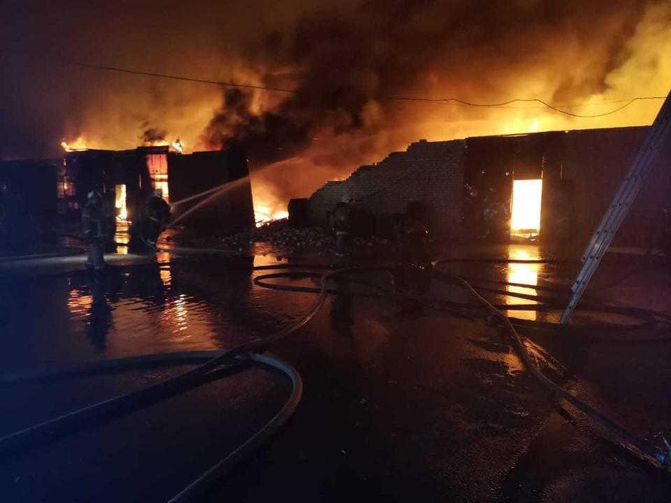 Пожар ликвидировали за три часа.
