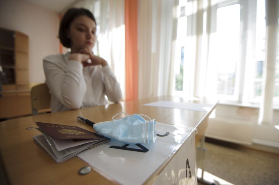 Рособрнадзор: более 400 школьников заразились коронавирусом на ЕГЭ