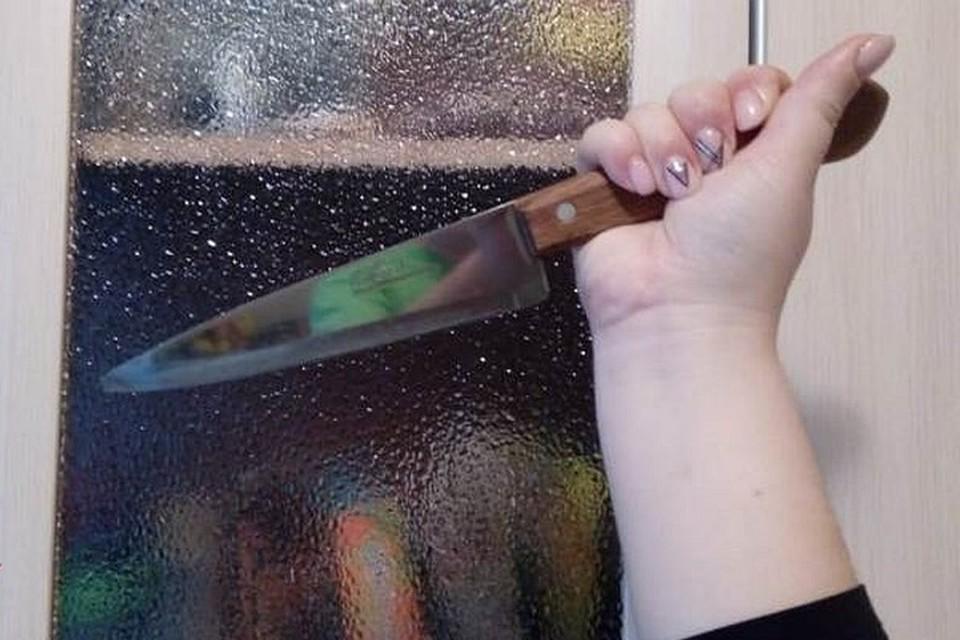 По предварительным данным, мужчина был смертельно ранен после того, как стал предъявлять претензии к женщине по поводу ее образа жизни.