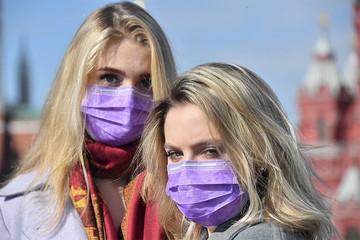 «Волонтеры раздают пропитанные наркотиками маски»: Развенчиваем «страшилку», которая расползается по соцсетям