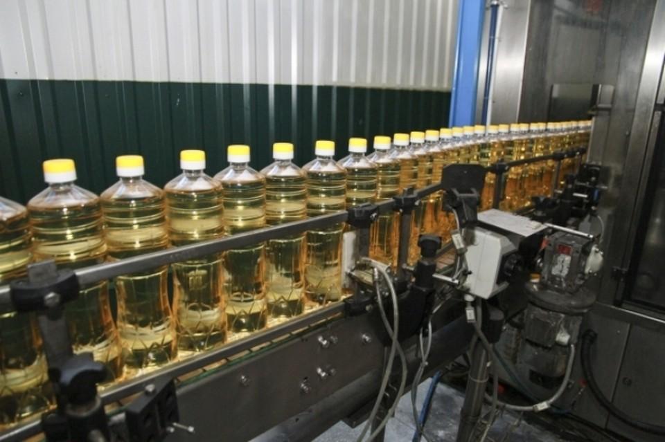 Стоимость подсолнечного масла за неделю выросла с 71 тысячи до 74,2 тысячи рублей за тонну