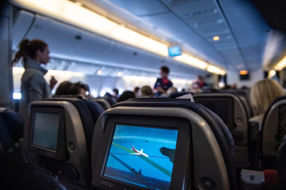 Можно ли заразиться коронавирусом в самолете, рассказали эксперты