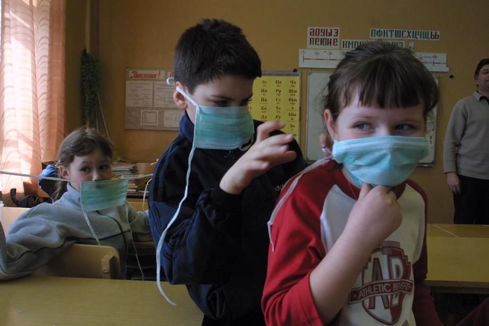 Из-за коронавируса некоторые школьники продолжают учиться дистанционно.