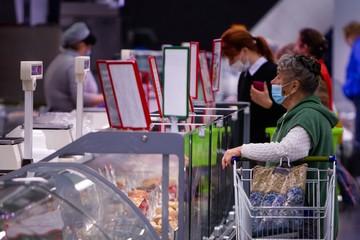 Калининградцу не продали продукты в супермаркете без маски: он подал в суд и проиграл