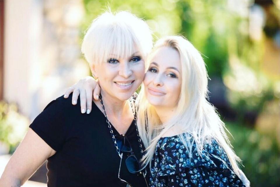 Дочь артистки Анетта уверена: ее маму перед смертью избил муж. Фото: anetta_bril/Instagram