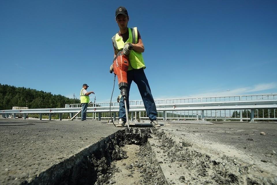 На участке ремонтируют дорогу