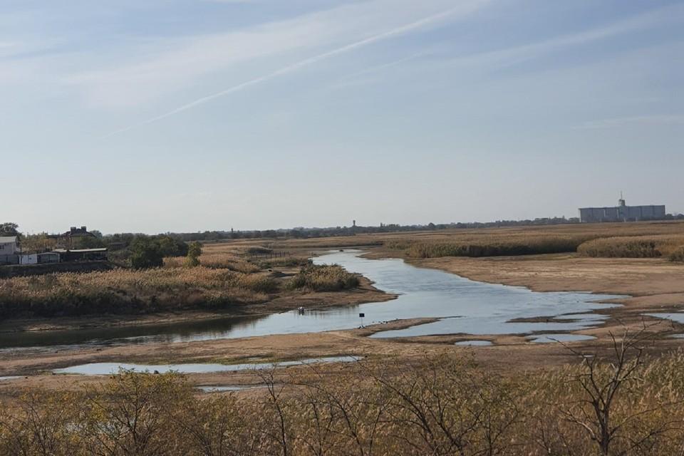 По словам очевидцев, частично вода в Маныче совсем исчезла. Фото: Виктория Лебедева, vk.com/rostovnadonu