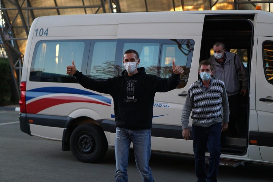 Моряки прилетели в Крым 22 октября. Фото: пресс-служба главы РК Сергея Аксенова