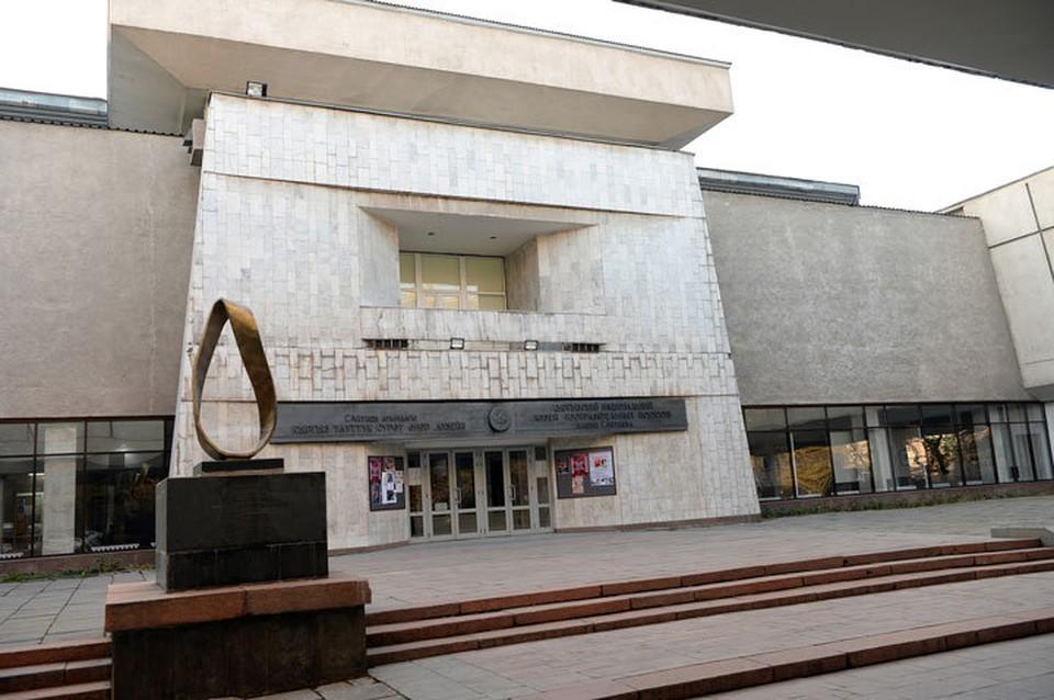 Минкультуры запретило украшать госучреждения музейными предметами.