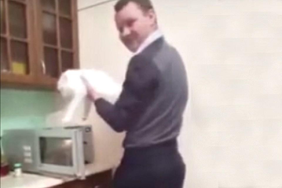 Мужчина посчитал видео забавным и выложил в своем аккаунте в Instagram.