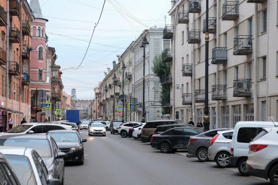 На улице Рубинштейна ввели ограничение на движение автомобилей.