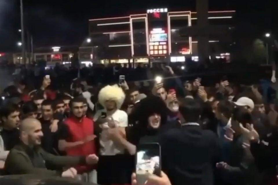 Автоматные очереди, лезгинка на улицах и жертвенные бараны: как Кавказ отмечает победу Хабиба