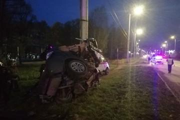 Машину намотало на столб: в Иванове четыре человека погибли в ДТП